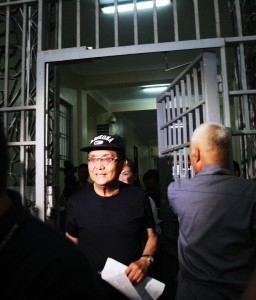 Former Batangas Governor Antonio Leviste getting out of the Muntinlupa Bilibid Prison Friday (Dec. 6) as he was one of the 40 prisoners who were given parole this year. (MNS photo)