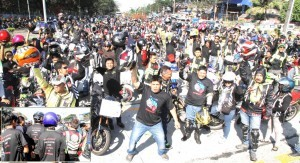 "Bikers organizations gathered at North Avenue Elliptical Road in Quezon City' Sunday (January 26) to make noise barrages to express aloud their right' in four major cities in Metro Manila in opposing the ""Plate No. Vest and No Back Ride"" being eyed by authorities, pointing out that 'police visibility' is the solution to the crime activities in Metro involving bikers with back ride.' They insist they are not 'criminals as they have license to drive' since the plate number is for registered vehicles.(MNS photo)"