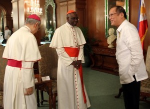 President Benigno S. Aquino III welcomes His Eminence Robert Cardinal Sarah, President of the Pontifical Council Cor Unum, during the Courtesy Call at the Music Room of the Malacañan Palace on Wednesday (January 29, 2014). Also in photo is Apostolic Nuncio to the Philippines His Excellency Archbishop Guiseppe Pinto. (Photo by Rolando Mailo / Malacañang Photo Bureau / PCOO)