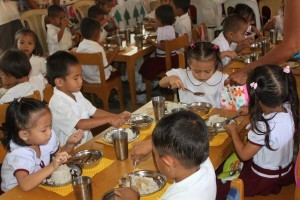 School children enjoy nutritious meal served during a supplementary feeding program (photo courtesy of www.dswd.gov.ph)