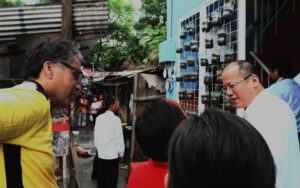 President Benigno S. Aquino III tours and inspects the facilities of the Estero de San Miguel Micro Medium-Rise Building (mMRB) Model Unit at the Claro M. Recto High School in Barangay 412, Zone 42, Legarda Street, Sampaloc, Manila City on Wednesday (February 19, 2014). The Estero de San Miguel Project is in line with the program goal of providing safe, affordable, decent and humane relocation in accordance with the Relocation Action Plan (RAP) through the People's Plan mechanism and process for on-site, near-city relocation of affected ISFs in accordance with People's Plan that contains shelter solutions and finance scheme development, validated and accepted by the ISFs themselves. The MRB model unit started construction in November 2013 and was completed in January 2014.(MNS photo)