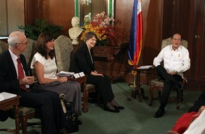President Benigno S. Aquino III received United Nations Development Programme (UNDP) Administrator Helen Clark for a courtesy call at the Music Room of Malacañan Palace. Clark is in Manila to strengthen the UNDP's partnership and cooperation with the Philippine government and to witness the signing of the Comprehensive Agreement on the Bangsamoro (CAB). [photo courtesy of Official Gazette of the Republic of the Philippines facebook page]