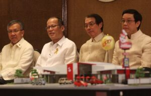 President Benigno S. Aquino III graces the Jollibee's Twin Milestone Celebration at the Heroes Hall of the Malacañan Palace on Tuesday (March 11). The Philippine's leading fast-food chain continues to expand its reach here and abroad. It recently celebrated two important milestones in its store expansion efforts – the opening of Jollibee's 800th store in the Philippines in Malaybalay City, Bukidnon and its 100th international store in Jubail, Kingdom of Saudi Arabia. Also in photo are Trade and Industry Secretary Gregory Domingo, JFC chairman and chief executive officer Tony Tan Caktiong and JFC chief operating officer Ernesto Tanmantiong. (MNS photo)