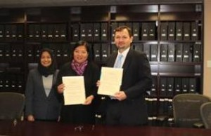 (L-R) Deputy Consul General Panolong, Consul General De La Vega and Mr. Harbin with the signed alliance.