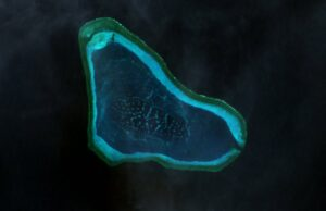 Scarborough Shoal (photo courtesy of : http://commons.wikimedia.org/wiki/File:Scarborough_Shoal_Landsat.jpg)