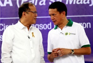President Benigno S. Aquino III converses with PhilHealth president and chief executive officer Alexander Padilla during the Launching of Alaga Ka para sa Maayos na Buhay (ALAGA KA) Program at the Quezon Memorial Circle in Elliptical Road, Quezon City on Monday (March 24, 2014). The Philippine Health Insurance Corporation (PhilHealth) and the Department of Health (DOH) leads the simultaneous launching of the program in all 17 regions in order to provide the country's 14.7 million indigent families with greater access to primary health care services. (Photo by Ryan Lim / Malacañang Photo Bureau)