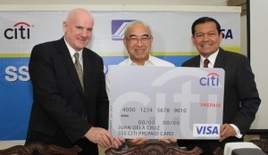 SSS President and Chief Executive Officer (CEO) Emilio de Quiros, Jr. (center), Visa Group Country Manager for Southeast Asia Peter Maher (left) and Citi Philippines CEO Batara Sianturi (right) present an enlarged sample of the new SSS Citi Visa Prepaid Card during the media launch held at the SSS Main Office in Diliman, Quezon City on March 6.