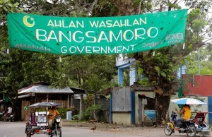 A wide streamer welcomes the signing of the Comprehensive Agreement on the Bangsamoro scheduled Thursday (March 27, 2014) in Malacanang along the road leading to the entrance gate of Camp Darapanan, the main enclave of the Moro Islamic Liberation Front (MILF) in Sultan Kudarat, Maguindanao. (MNS photo)