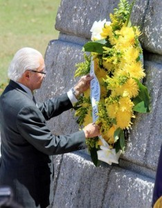 Singapore President Tony Tan Keng Yam lays wreath at the monument of national hero, Dr. Jose Rizal, on Thursday (April 03, 2014) at the Luneta Park in Manila. The Singaporean President is on a 4-day state visit in the Philippines. (MNS photo)