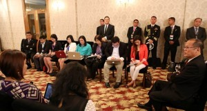 President Benigno S. Aquino III expresses his views during the Coffee Meeting with the Philippine Media at the sidelines of the 24th ASEAN Summit at the Horizon Lake View Hotel on Sunday night (May 11). Also in photo are House Speaker Sonny Belmonte and Presidential Communication Operations Office Secretary Sonny Coloma. (MNS photo)