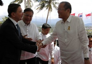 President Benigno S. Aquino III is received by UNWTO secretary general Taleb Rifai and Tourism Secretary Ramon Jimenez, Jr., upon arrival for the United Nation World Tourism Organization (UNWTO) – ASEAN International Conference on Tourism and Climate Change at the Oriental Hotel in Taysan Hill, Sto. Niño Village, Legazpi City, Albay on Monday (May 19, 2014). The conference will address a whole range of relevant issues, from the competitiveness and sustainability perspectives, identification of specific challenges and vulnerabilities, to the examples of relevant actions. It will also provide opportunity to share with the international community at the ministerial and expert levels further knowledge and lessons learned in tourism and climate change from other countries. (MNS photo)