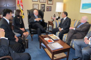 CAPITOL HILL MEETING. Vice President Jejomar C. Binay, accompanied by Ambassador Jose L. Cuisia, Jr., Rep. Abigail Binay-Campos and Mayor Jejomar Erwin S. Binay discuss bilateral issues with Maryland Sen. Ben Cardin, Chair of the Sub-Committee on East Asia and Pacific Affairs of the United States Senate, during a meeting in Washington, D.C. on Thursday. (Philippine Embassy Photo by Ariel Penaranda)