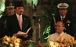 President Benigno S. Aquino III listens to the message of His Majesty Sultan Haji Hassanal Bolkiah Mu'izzaddin Waddaulah in Brunei Darussalam, during the State Luncheon hosted by the President in his honor at the Rizal Hall of the Malacañan Palace last year when Sultan Bolkiah was in the country for a two-day State Visit. Brunei is host to some 21,000 Filipinos working mostly as skilled workers. (MNS photo)
