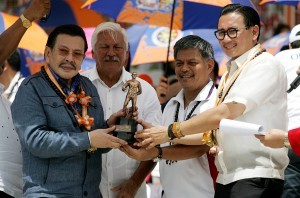 Manila Mayor Joseph Estrada receives a token as guest speaker at the opening of the Palarong Pambansa 2014 at Laguna Sports Complex, Barangay Bubukal, Sta. Cruz, Laguna, from Education Secretary Armin Luistro (2nd right), and Laguna Governor Jeorge E.R. Ejercito Estrada. Also in photo was Chairman Richie Garcia (2nd left) of the Philippine Sport Commission (PSC). (MNS photo)