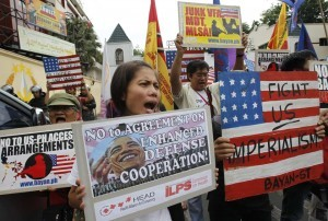 Protesters shout anti-U.S. slogans during a protest rally at the gates of Camp Aguinaldo, the Armed Forces of the Philippines (AFP) headquarters, where the opening ceremony of the Balikatan 2014 U.S-Philippine military joint exercise is being held in Quezon city, metro Manila May 5, 2014. According to an AFP news release, around 3,000 Filipino soldiers and 2,500 U.S. soldiers will participate in the Philippines-U.S. Balikatan 2014 military exercises which will focus on maritime security and humanitarian assistance and disaster response. (MNS photo)