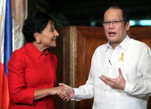 President Benigno S. Aquino III welcomes U.S. Secretary of Commerce Penny Pritzker during the courtesy call at the President's Hall Receiving Area of the Malacañan Palace on Wednesday (June 04, 2014). Secretary Pritzker visit to Manila underscores the growing interest of the United States and the international community in the economic transformation of the Philippines and the various investment opportunities the country now has to offer. (Photo by Gil Nartea / Malacañang Photo Bureau)