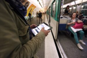 A man poses with a tablet on June 26, 2012, in the Parisian metro, on the inauguration day of a free Wi-Fi access available in forty-six Paris' public transportation sites including platforms of three underground stations.  AFP PHOTO FRANCOIS GUILLOT