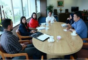 Labor officials meeting with Consul General Leo Herrera-Lim