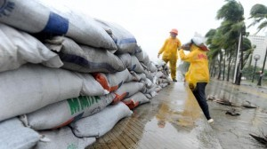pile sand bags along the sea wall of Roxas Boulevard as Typhoon Rammasun hit Metro Manila on July 16, 2014. (MNS photo)