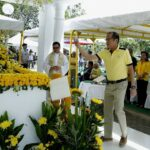PNoy and family, AFP chief of staff visit Ninoy tomb for death anniversary