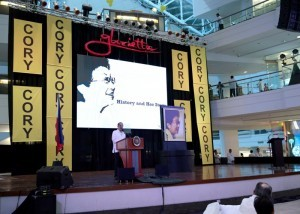 "President Benigno S. Aquino III checks out ""History and Her Story"" – a special commemorative photo exhibit on the 5th death anniversary of former President Corazon C. Aquino at the Glorietta Activity Center in Palm Drive, Makati City on Monday (August 04). (MNS photo)"