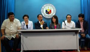 Proponents of the Freedom of Information bill hail the technical working group of the House committee on Public Information for the approval of its consolidated version on Wednesday (September 3, 2014) at the House of Representatives in Batasan Complex, Quezon City. From left are Paranaque City Rep. Gustavo Tambunting; Ang NARS party list Rep. Leah Paquiz; Committee on Public Information chairman and Misamis Occidental Rep. Jorge Almonte; Cebu Rep. Gwendolyn Garcia; Akbayan party-list Rep. Barry Gutierrez and Quezon City Rep. Winston Castelo. (MNS photo)