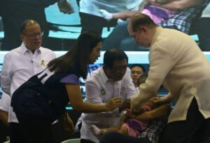 "President Benigno S. Aquino III witnesses as Health Secretary Dr. Enrique Ona leads the ceremonial ""patak"" of oral polio vaccine during the Launching of Ligtas sa Tigdas at Polio Mass Immunization Campaign at the Department of Health (DOH) Convention Hall in San Lazaro Compound, Sta. Cruz, Manila City on Monday (September 01, 2014). (MNS Photo)"