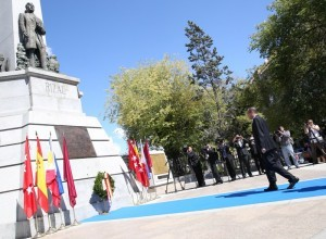 (MADRID, Spain) President Benigno Simeon Aquino III leads the wreath-laying ceremonies at the Rizal monument here on Sunday (September 14). The President will first visit Spain, then proceed to Belgium, France and Germany for two days each. (MNS photo)