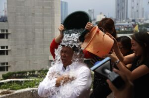 DRILON TAKES ON ICE BUCKET CHALLENGE: Senate President Franklin M. Drilon gets splashed with iced water by his staff as part of the popular ice bucket challenge, which aims to raise funds and promote awareness for the Amyotrophic Lateral Sclerosis (ALS) or Lou Gehrig's Disease, at his office on Monday morning, September 1, 2014. Story on page 3. (MNS photo)