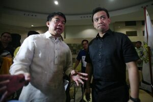 Senators Antonio Trillanes IV and Koko Pimentel III conduct an ocular inspection of the alleged overpriced Makati City Hall Building II on Monday, September 1. (MNS photo)