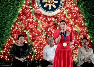 President Benigno S. Aquino III listens as Filipina international singer Lea Salonga renders a song as an intermission number during the presentation of awards of the 2014 Presidential Awards for Filipino Individuals and Organizations Overseas at the Rizal Ceremonial Hall of the Malacañan Palace on Friday (December 05). (MNS photo)