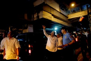 President Benigno S. Aquino III inspects the security preparations at Villamor Air Base, the Apostolic Nunciature and the Light Rail Transit (LRT) 1 Quirino Station during the dry run on Tuesday night (January 13) of the Papal convoy for the pastoral visit of Pope Francis to the Philippines. With the President is Interior and Local Government Secretary Manuel Roxas II. (Photo by Gil Nartea / Malacañang Photo Bureau)