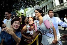 -- Miss Universe 2015 Pia Alonzo Wurtzbach mingles with the crown before paying a courtesy call on President Benigno S. Aquino III in Malacañang Palace.(MNS photo)