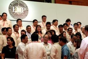 President Benigno S. Aquino III graces the League of Municipalities of the Philippines (LMP) general assembly Wednesday (February 10) at the grand ballroom of Marriott Hotel in Pasay City. The President commended the group for its dynamic, pro-people and patriotic alliance championing excellence in governance towards genuine local autonomy. (MNS photo)