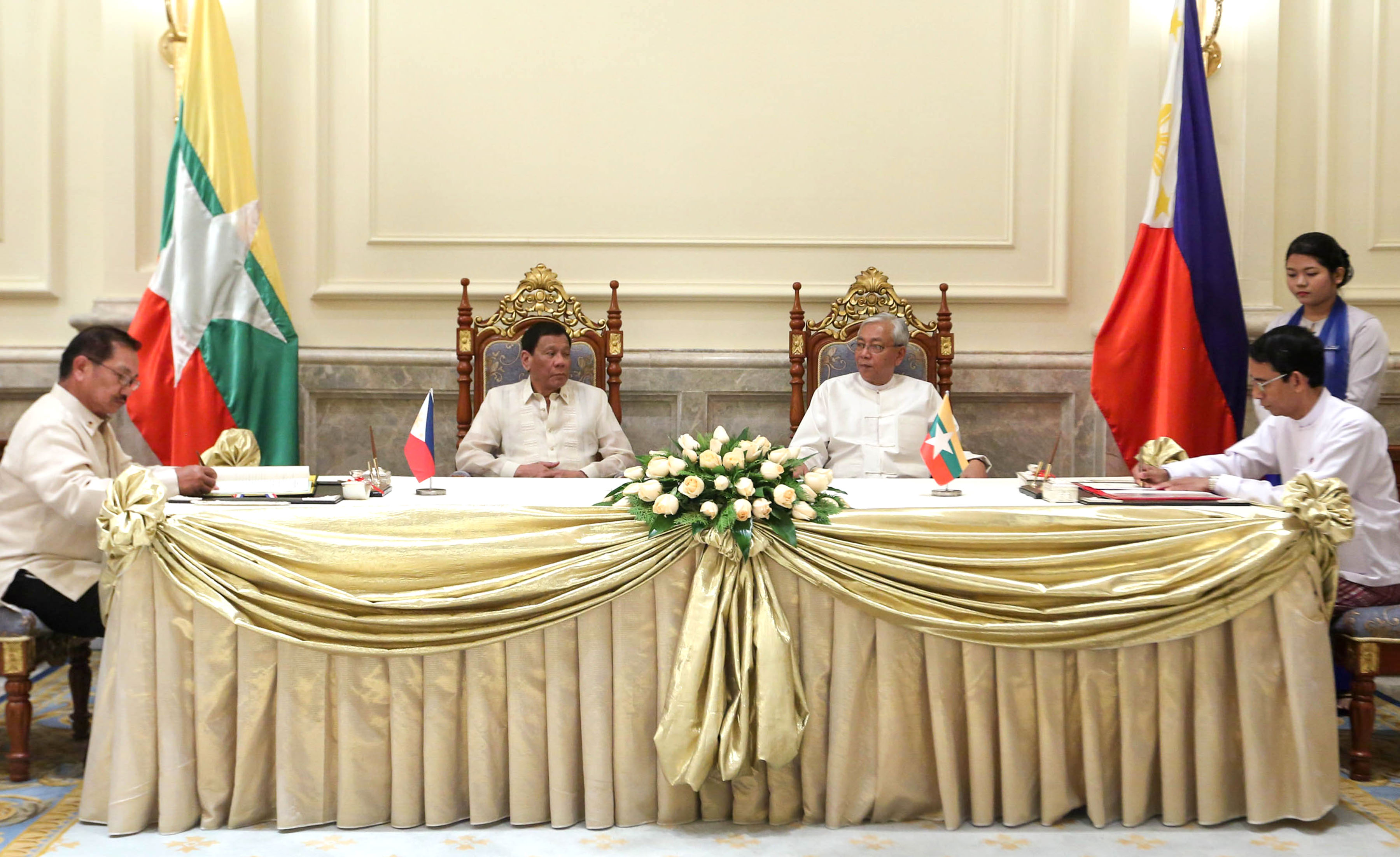 President Rodrigo Roa Duterte and Myanmar President U Htin Kiaw witness the signing of Memorandum of Understanding (MOU) between Agriculture Secretary Emmanuel Piñol and Myanmar Minister of Agricultural, Livestock and Irrigation Dr. Aung Thu during a ceremony at the Presidential Palace in Nay Pyi Taw, Myanmar on March 20, 2017. The MOU is intended to strengthen both countries' food security and agriculture cooperation. (Photo by Toto Lozano)(PPD Malacanang)